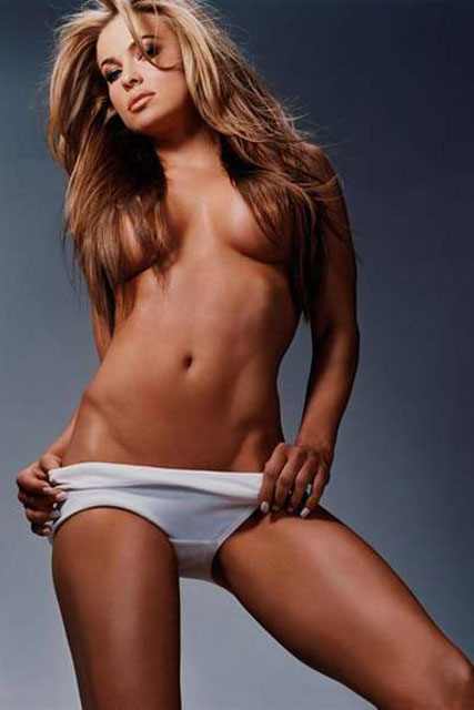 Carmen Electra posiert nackt